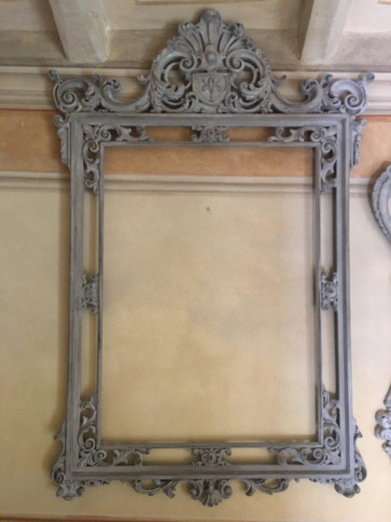 Cornice con corona centrale barbara maldini decorazione for Corsi arredatore d interni