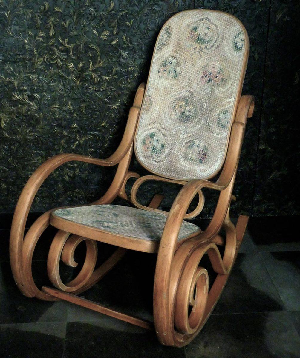 Sedia a dondolo barbara maldini decorazione d 39 interni e for Corsi per arredatore d interni